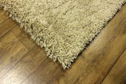 SHAGGY paklājs - 140 x 190 cm - bēšā krāsā