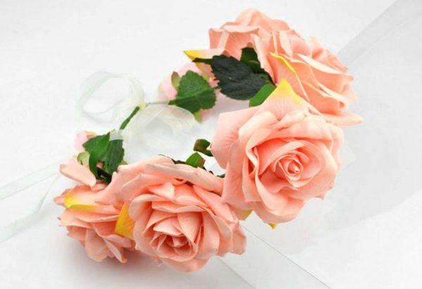 Mākslīgo ziedu vainags