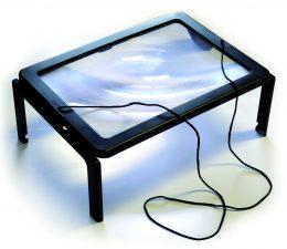 Brīvroku palielināmais stikls lasīšanai, rokdarbiem u.c. ar apgaismojumu