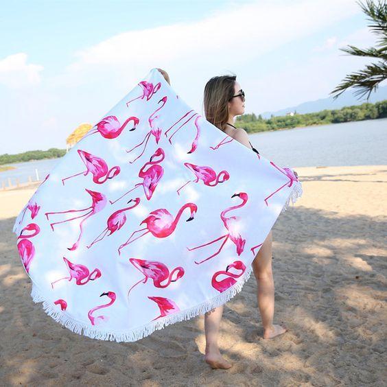 Apaļas formas dvielis - pleds ar rozā flamingo apdruku