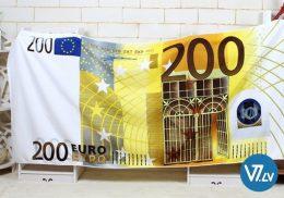 Pludmales dvielis ar 200 EUR attēlu