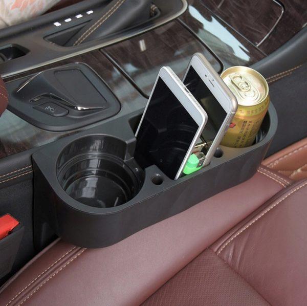 Dzērienu turētājs - organizators automašīnā