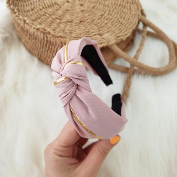Matu stīpiņa apzeltīta - turbāns rozā krāsā